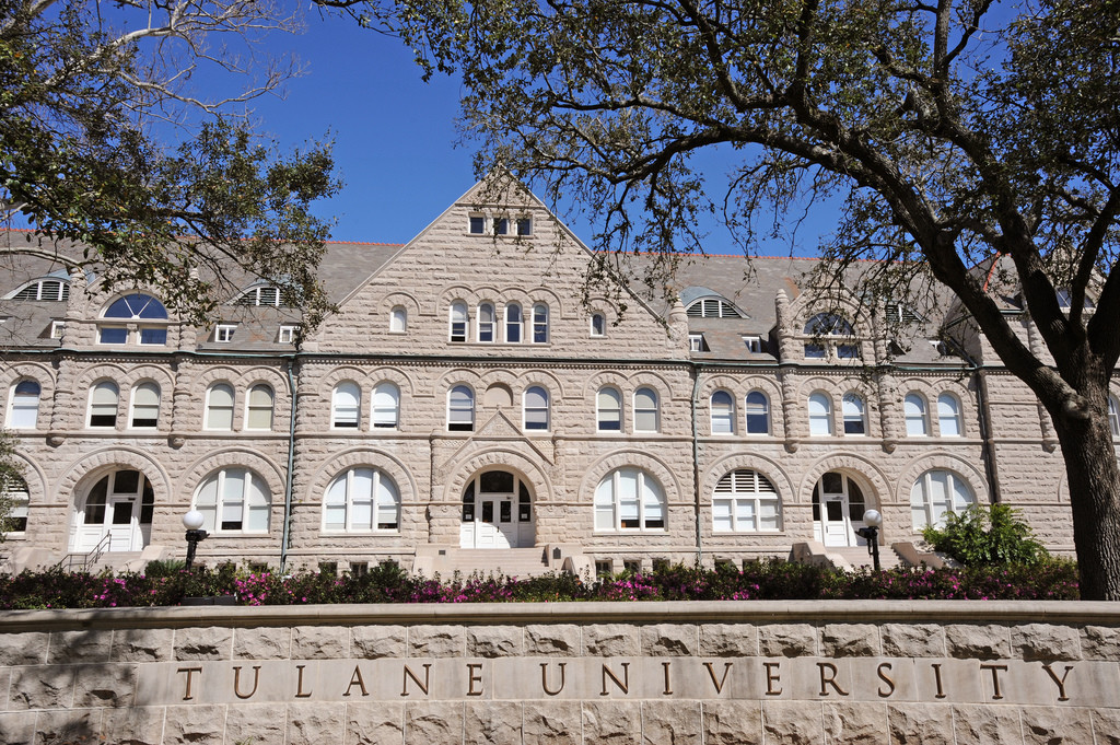 what are colleges looking for in the college application